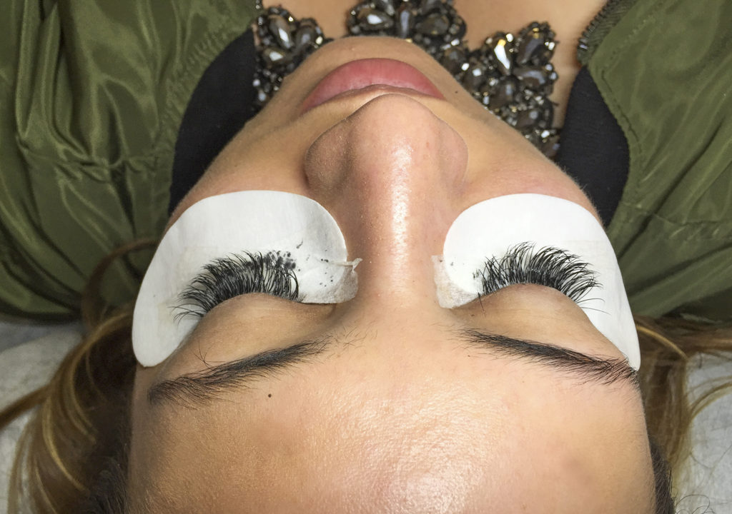 Amazing Lash Sienna-Application of Eyelash Extensions